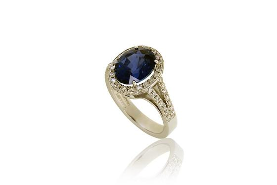 Diamond Ring with Natural Blue Sapphire